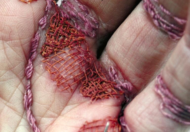 eliza-bennett-sews-thread-into-her-flesh-designboom-05