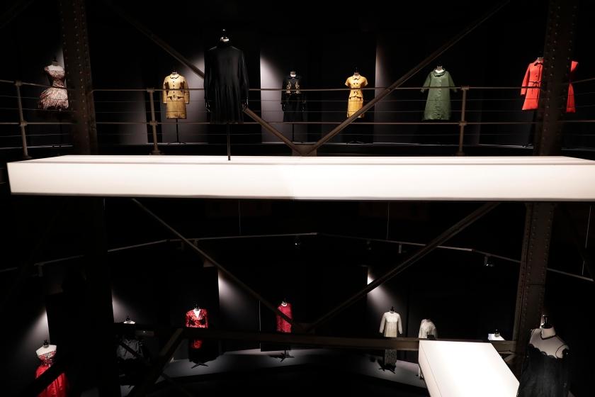 Exposición_en_la_Sala_Canal_de_Isabel_II_del_modisto_Manuel_Pertegaz